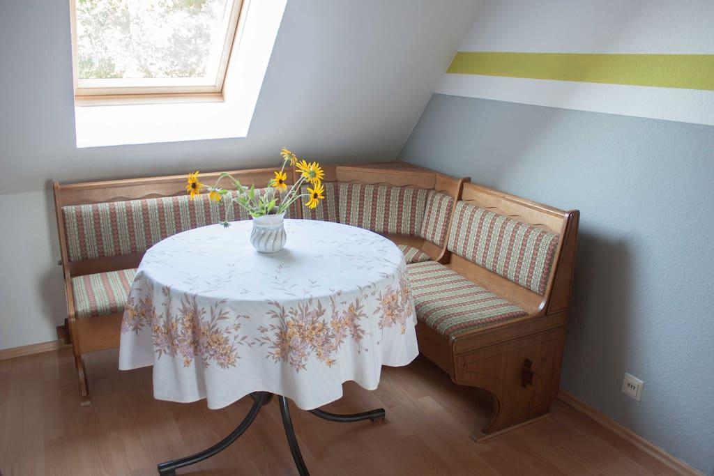 Sitzecke im Flur neben der Küche