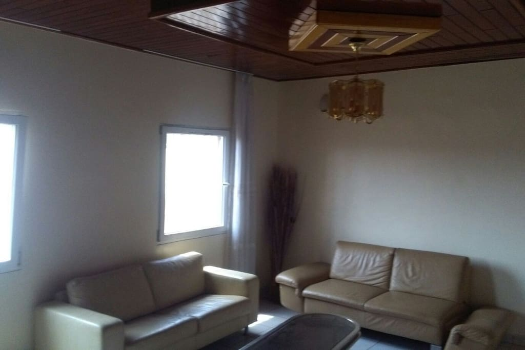 Appartement omnisports meubl appartements louer for Appartement meuble a yaounde