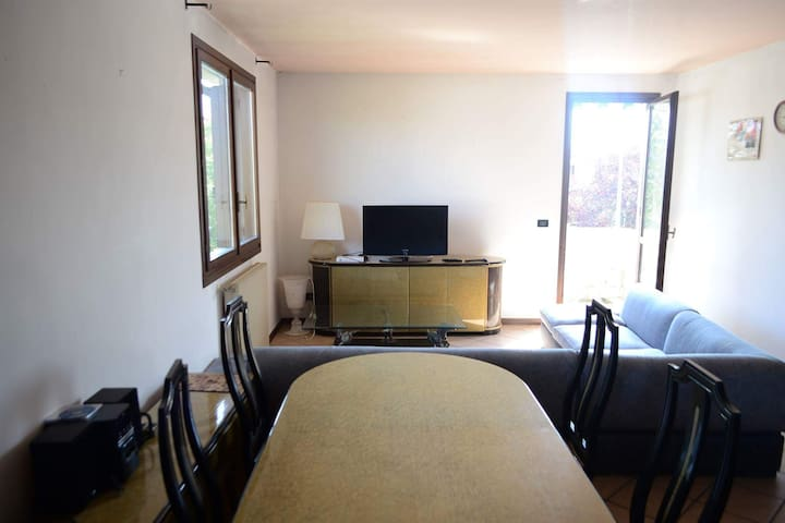 Nice 4 bedroom apartment for 8 guests near Venice
