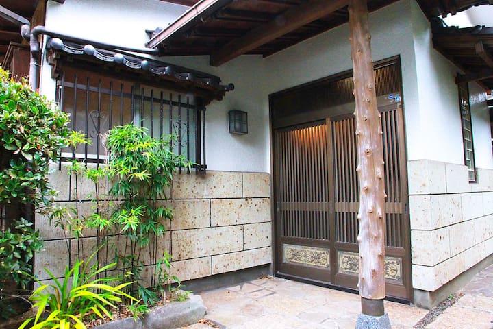 4wood KOH HOUSE 閑静な住宅街の一軒家を一棟貸し