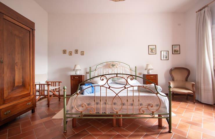 The master bedroom - Versilia, Alpi Apuane, Monti e Mare della Toscana