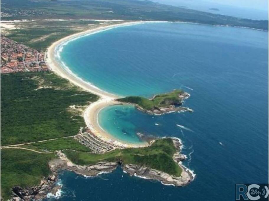 Praia das Conchas e do Peró a 400m da casa