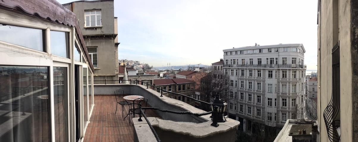 Eclectical flat with Bosphorus view