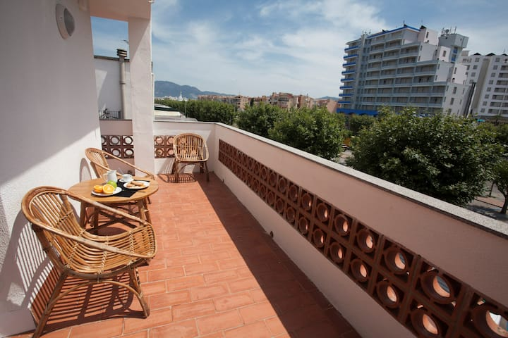 Empuriabrava Apartaments-8. 300m de la playa.