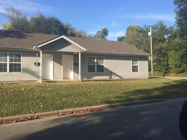 Cozy Joplin duplex close to it all in Joplin!