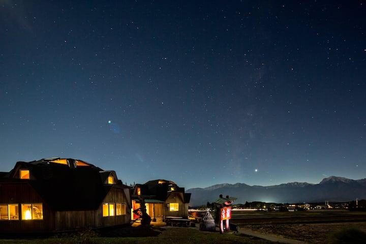 ツインドーム龍宮 2F「天空の間」 自然志向、家庭的、清潔、Wi-Fiなど、居心地のよい宿です。