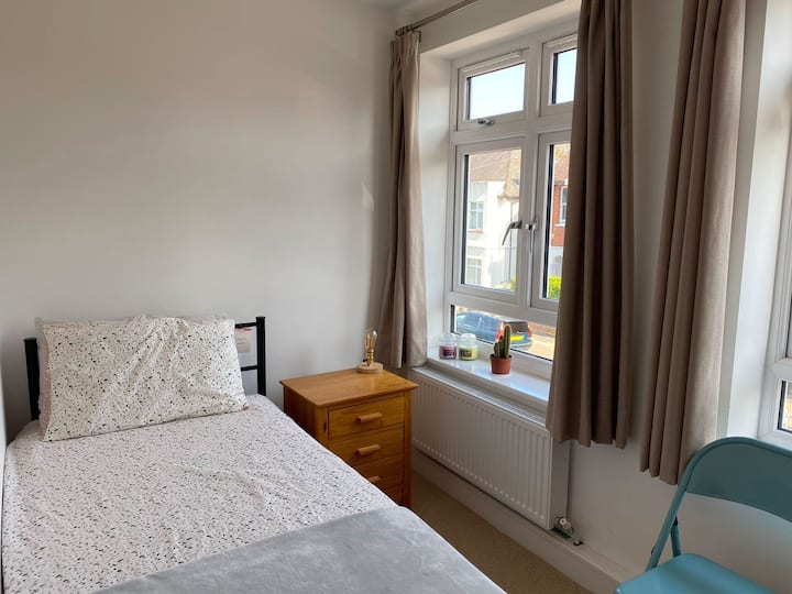 Bright and cosy, single room