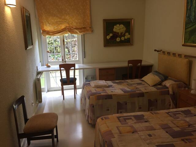 Amplias habitaciones dobles a 1km de la UEM