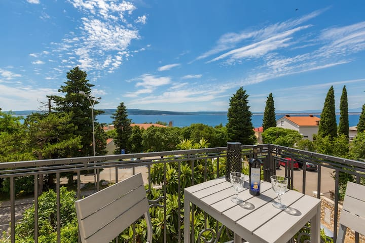 Villa Erika 5 guestroom for 2 pax with seaview - Crikvenica - House