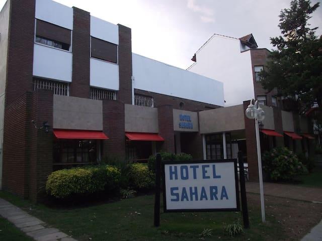Hotel Sahara. Hab triple