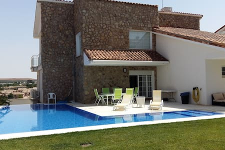HOME TO RELAX AND PLAY GOLF WITH A  POOL IN TOLEDO - Layos - Almhütte
