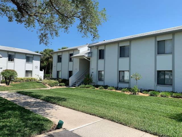 2 bed 2 bath East Lake Woodlands Condo