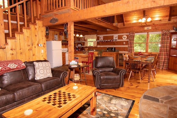 Beautiful Classic Cabin! Well Maintained!