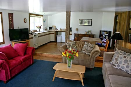 B&B Berkshire apartment(#3 Willow)near Jiminy Peak - New Lebanon