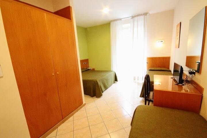Family Quadruple room Hotel Zara Naples