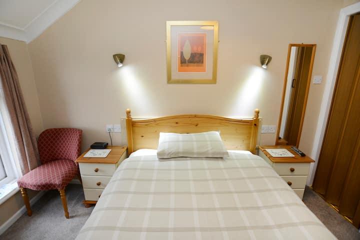 Room 8 - single