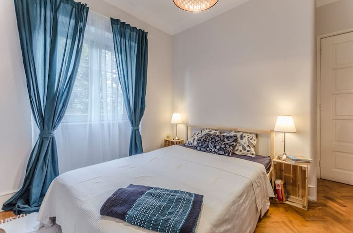 Bedroom in central location — fast WIFI