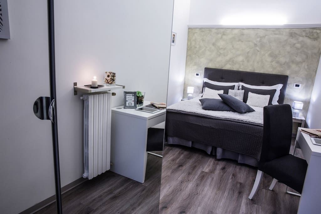 DOBLE ROOM ENSUITE BATHROOM WIFI AIRCODITIONING 14 SQUARE METER NEAR COLOSSEURM