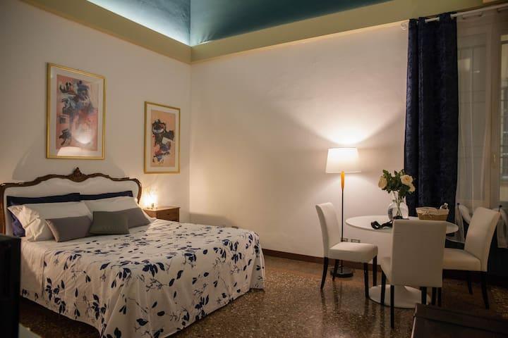 Room & Breakfast H & Ercolani - Camera Blu