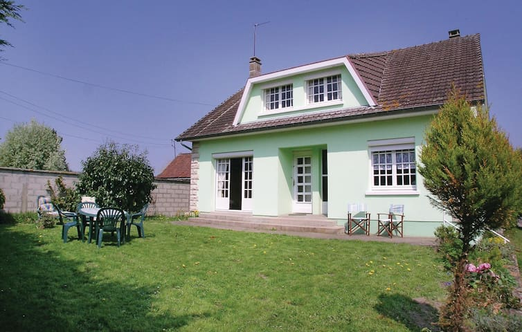 Holiday cottage with 2 bedrooms on 100 m² in Toeufles