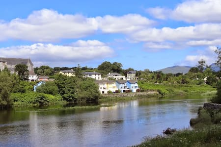 Ideal for Family & Friends - fab views and parking - Kerry - House