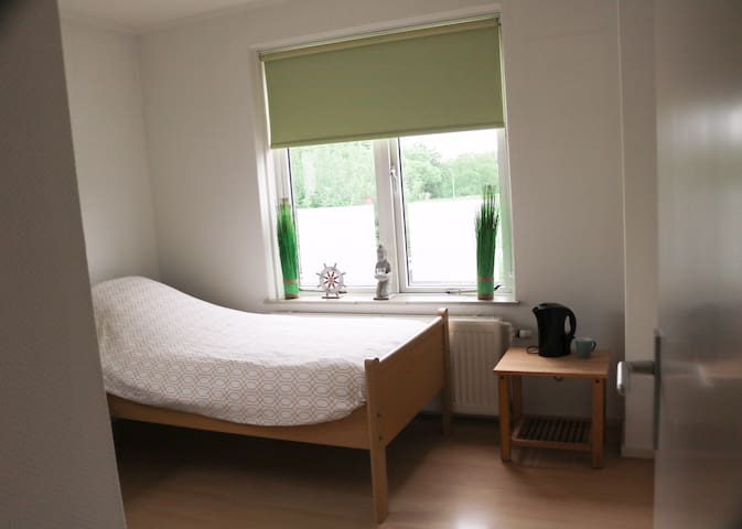 1 pp Room near AirPort/AMS/free WIFI/parking