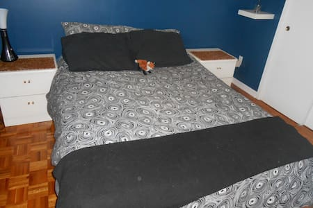 Belle chambre privée dans une maison heureuse - Montreal - Casa
