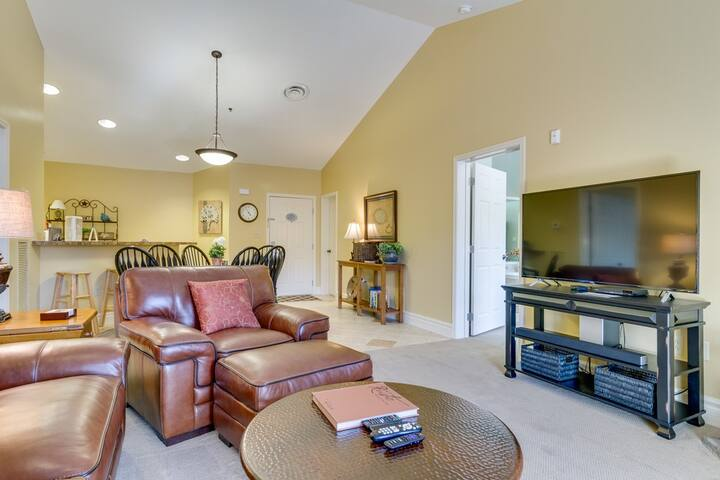 Baskins Creek 512 Luxury Condo | Walk to Downtown Gatlinburg! | WiFi | Fitness Room & Seasonal Pool