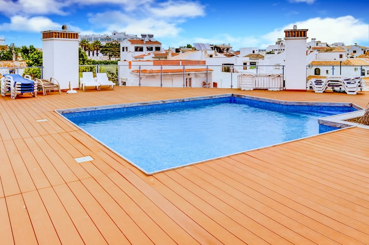Two Bedroom Apartment with Rooftop Pool in Alvor
