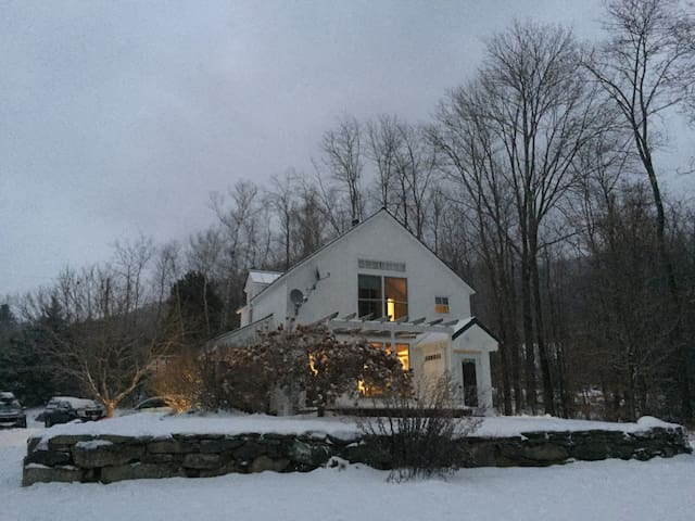 Vermont Mountain View Retreat - Londonderry - House