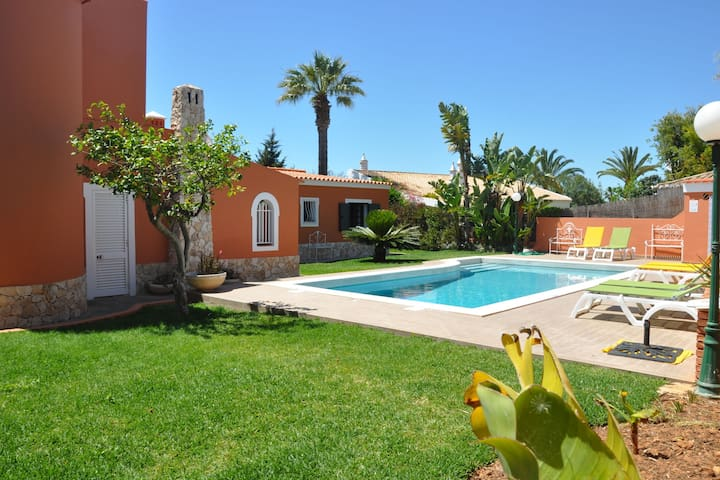 Villa in a quiet area, close to the golf courses, nightlife