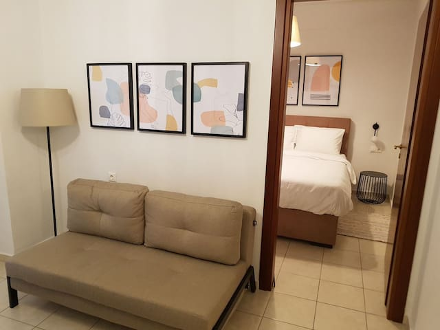 Stylish Central Apartment (free private parking)