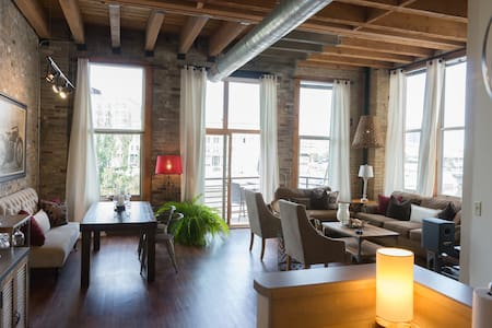 AMAZING LOFT/HISTORIC 3RD WARD - Milwaukee - Loft