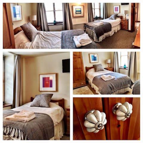 The Long Barn - Twin Bedroom
