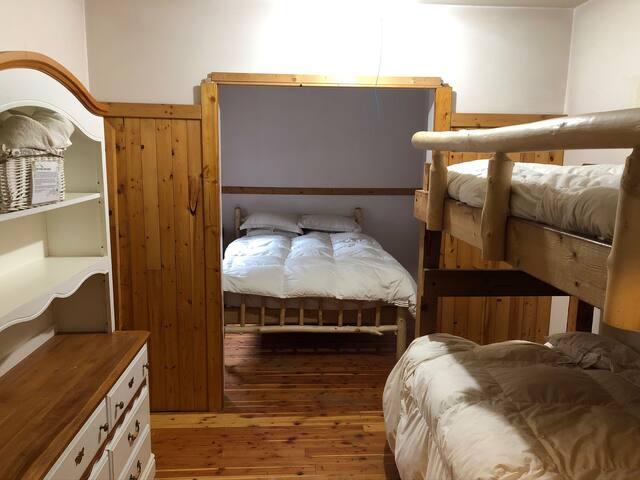 Lodge Room (Sleeps 4) - Rustic Wilderness Retreat