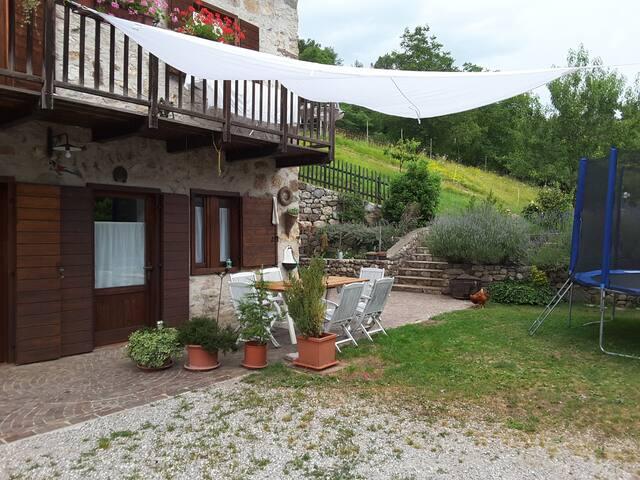 Casa nel bosco a  20 km dal lago di Garda