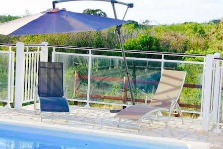 Belle villa créole avec piscine - Anse-Bertrand
