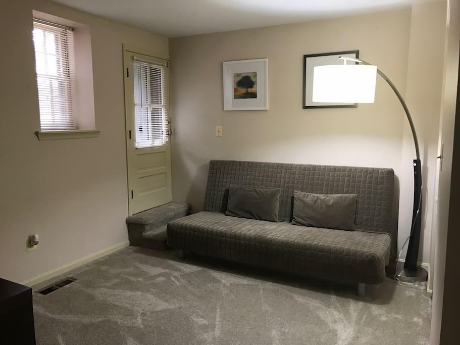 2nd Bedroom - Queen Futon