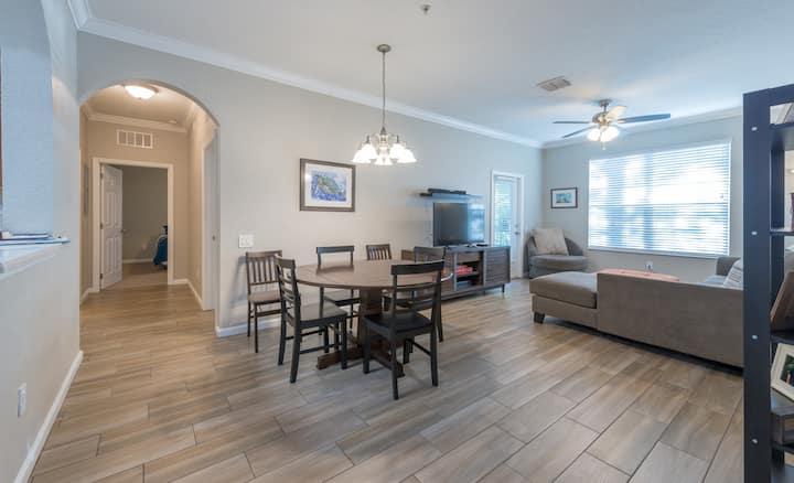 Orlando 3 Bedroom /2 Bath Executive Condo