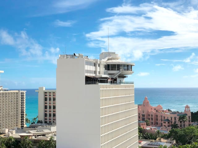 Waikiki WOW Place PARKING Ocean View Pool Wifi +++