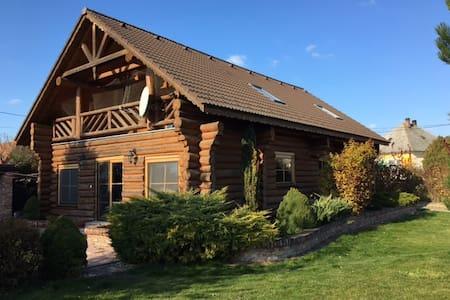 Log house near Bratislava - Dobrohošť - Casa