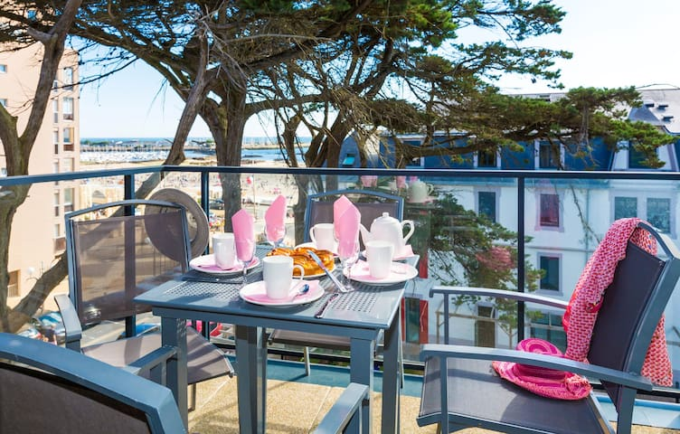 Soak up the sunshine on your balcony or terrace - on request only!