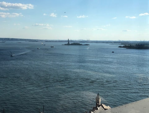 Luxury Apartment with Statue of Liberty view
