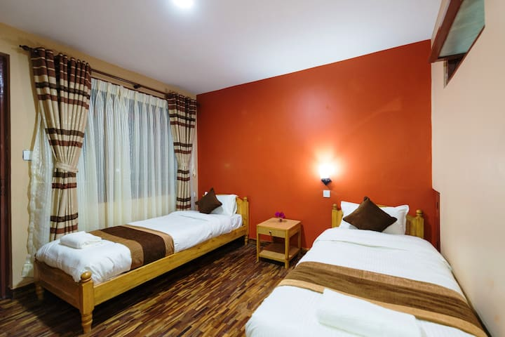Twin Bedroom - Khangsar Guest House