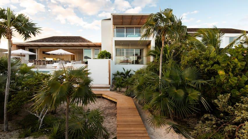 Beach Enclave Long Bay Villa 2 – 5BR Beachfront