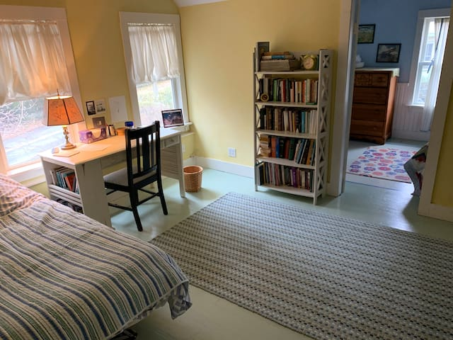 2nd Bedroom with a Twin Bed, Day Bed and Writing Desk