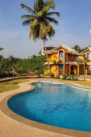 Cosy 1bedroom+mezanine,AC,Near Beach,swimming pool