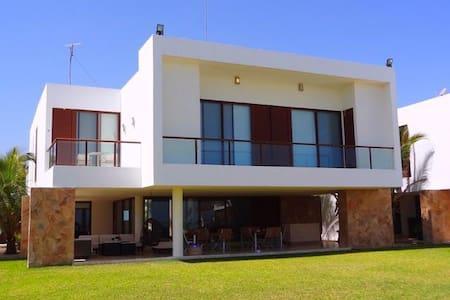Casa en la playa -front beach house - Progreso