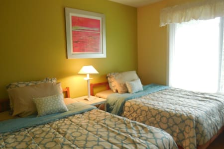 Sunny, Family-friendly, nice pool 2 dbl bed - Freehold - Talo