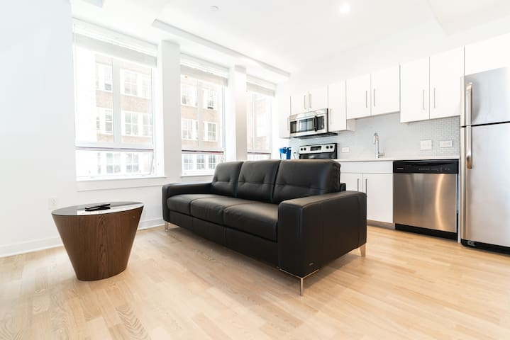 Sun Kissed 1BD Apt in the Heart of Center City
